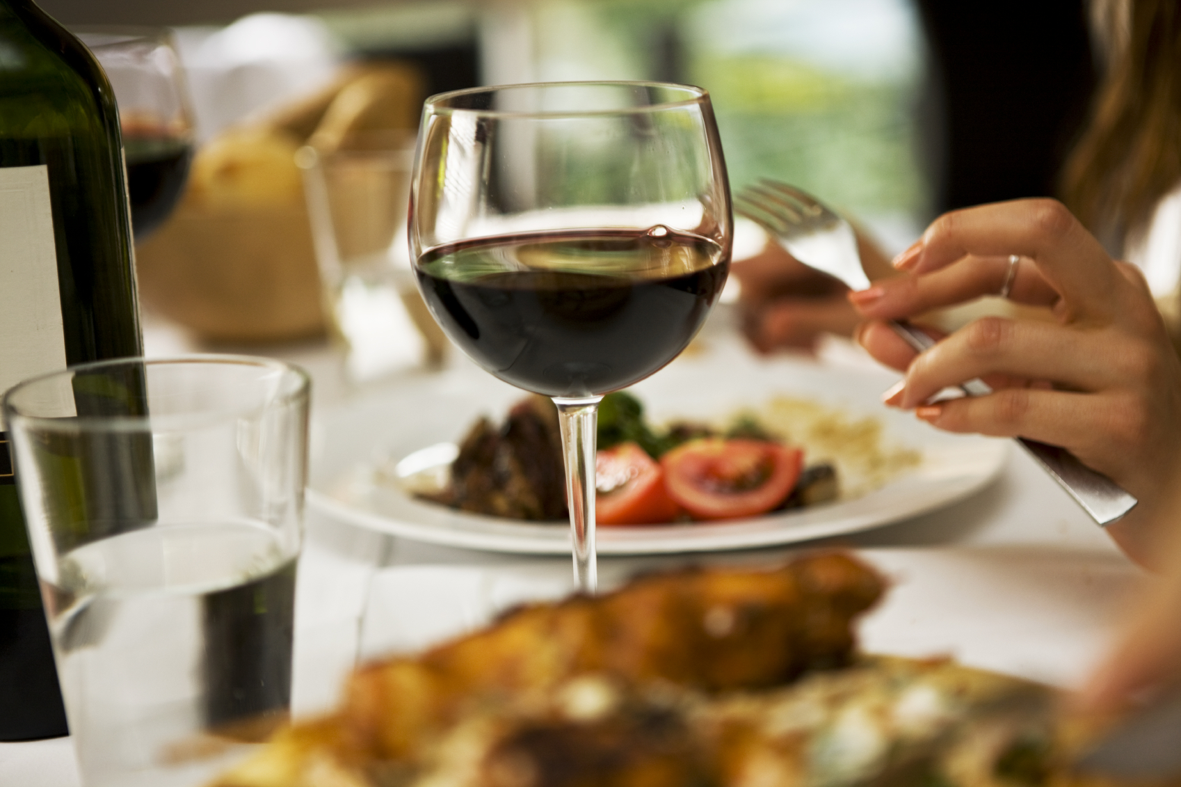 iStock_dinner-dining-restaurant-wine-Medium